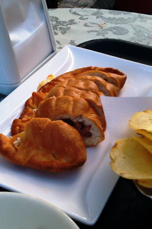 A kind of pasty - ok, a calzone - in Pescasseroli, Abruzzo