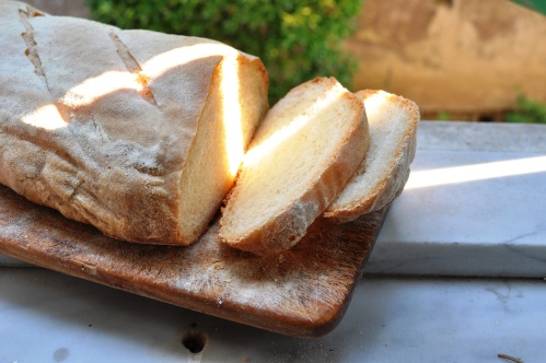 Baked and cut durum and Manitoba bread