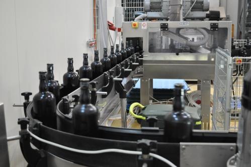 Bottling conveyor at Mastri Birrai Umbri
