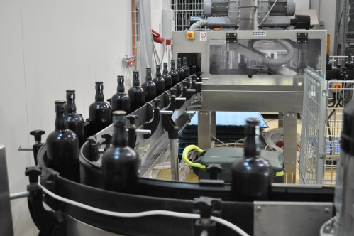 Bottling conveyor at Mastri Birrai Umbri