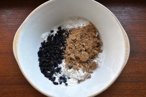 Flour, fat, currants, sugar