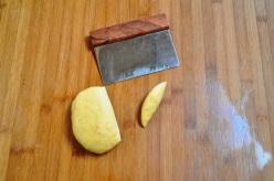 Acciuleddi cutting pasta