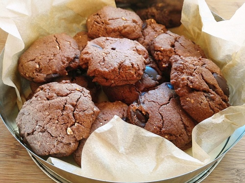 Choc chip nut butter cookies